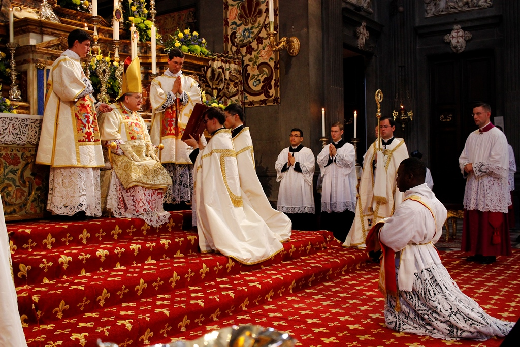 Priesterweihe durch S. Em. R. Kardinal Burke am 26.11.2015