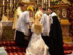Einkleidung von fünf Postulantinnen bei unseren Anbetungsschwestern.