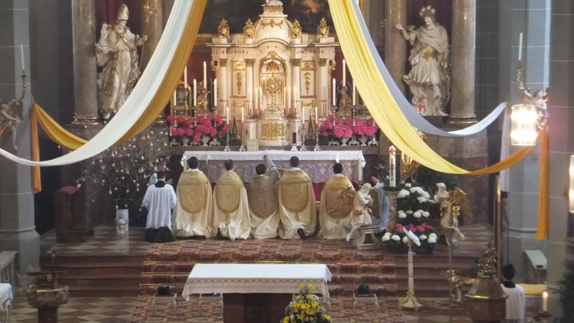 30 Priester der französischen Provinz zu Besuch in Bayerisch Gmain und Altötting