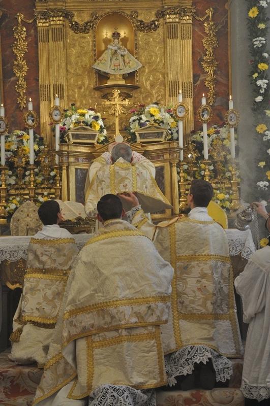 Bischof Sciacca feiert Pontifikalmesse