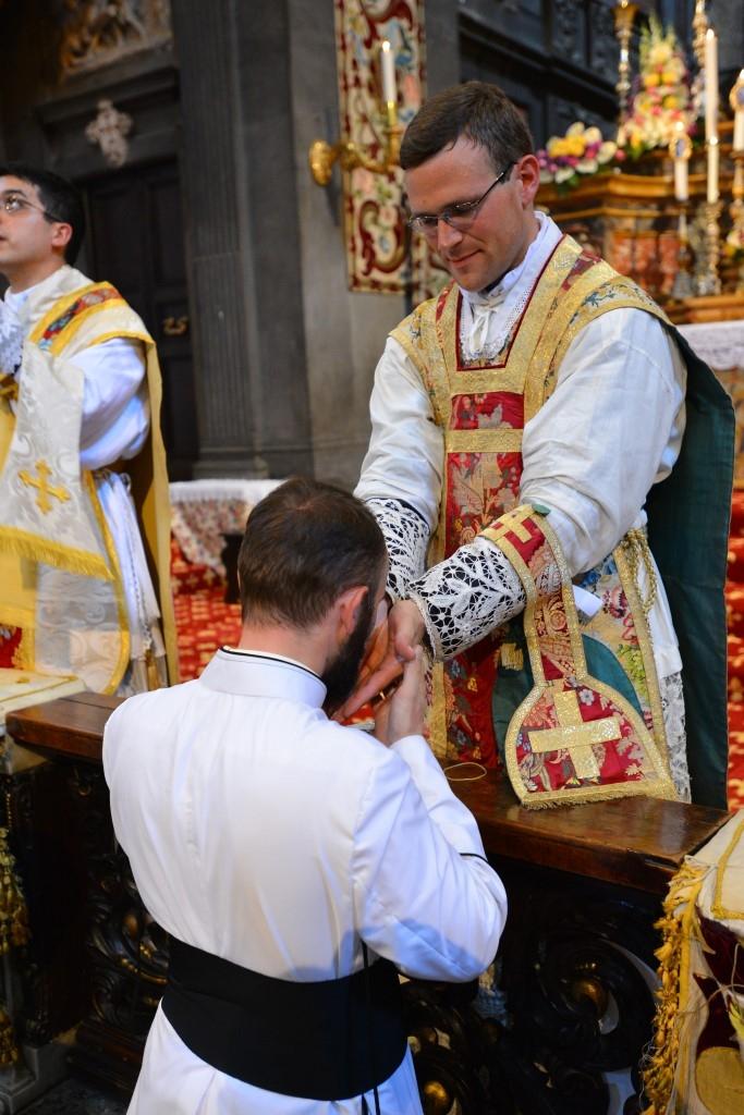 König Und Priester